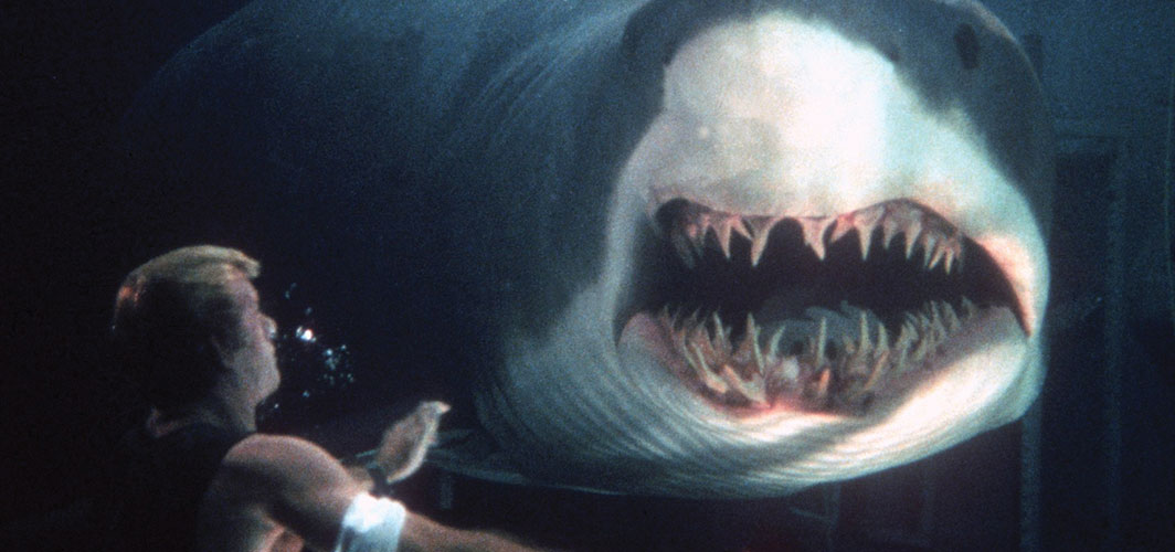 Everything Wrong With Deep Blue Sea
