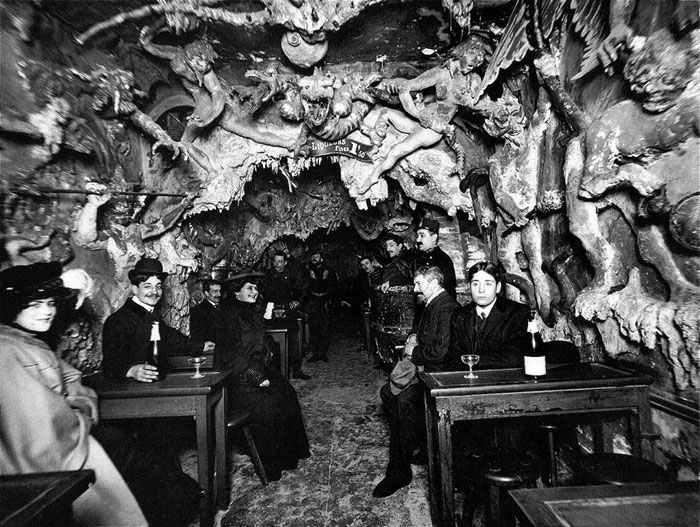 le Cabaret de L'Enfer - Photos from History That Will Give You Nightmares